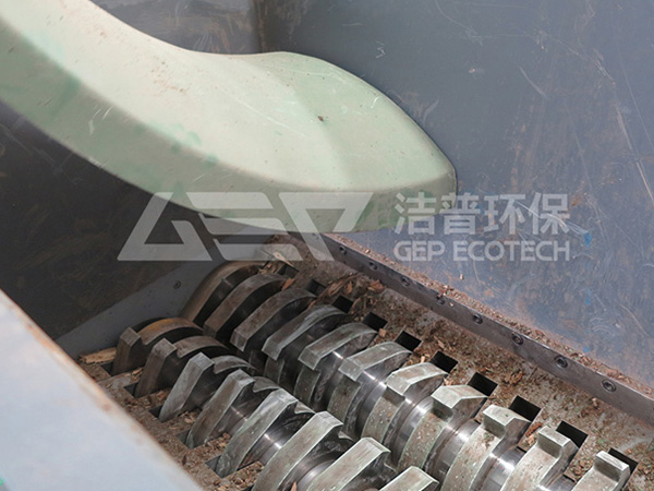 玻璃钢废料怎么处理?玻璃钢废料破碎处理设备