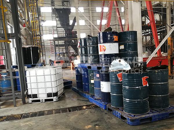 油桶破碎机多少钱一台?废弃油桶破碎处置流程